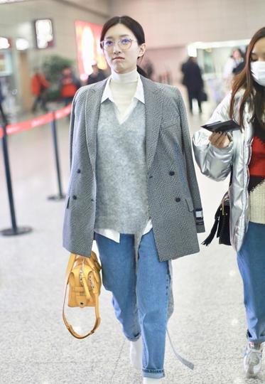 跟着江疏影学换季穿搭术 高领衫+衬衫+西装就是好看!