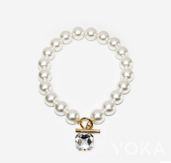 单品推荐:Monday Edition时尚潮流个性简约大方珍珠方形吊坠项链(图片来源于品牌)