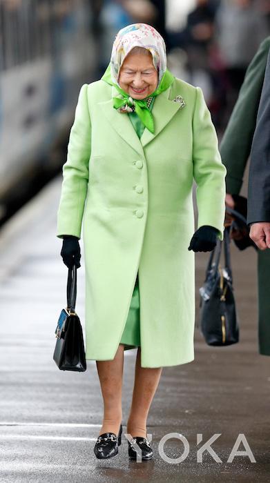 英女王(图片来源于hellomagazine)