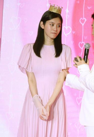 奚梦瑶靠这条小粉裙嫁入豪门 你也来沾沾喜气?
