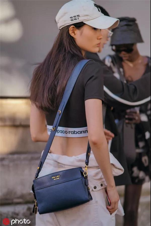 时尚潮人街拍(图片来自东方IC)