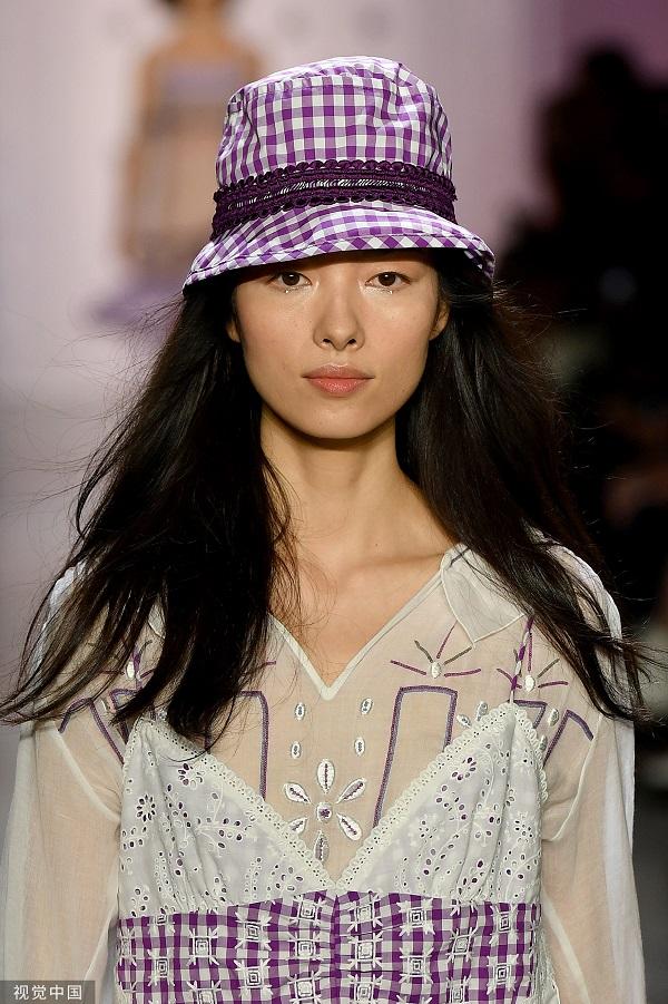 2020春夏纽约时装周 Anna Sui 秀(图片来源 视觉中国)