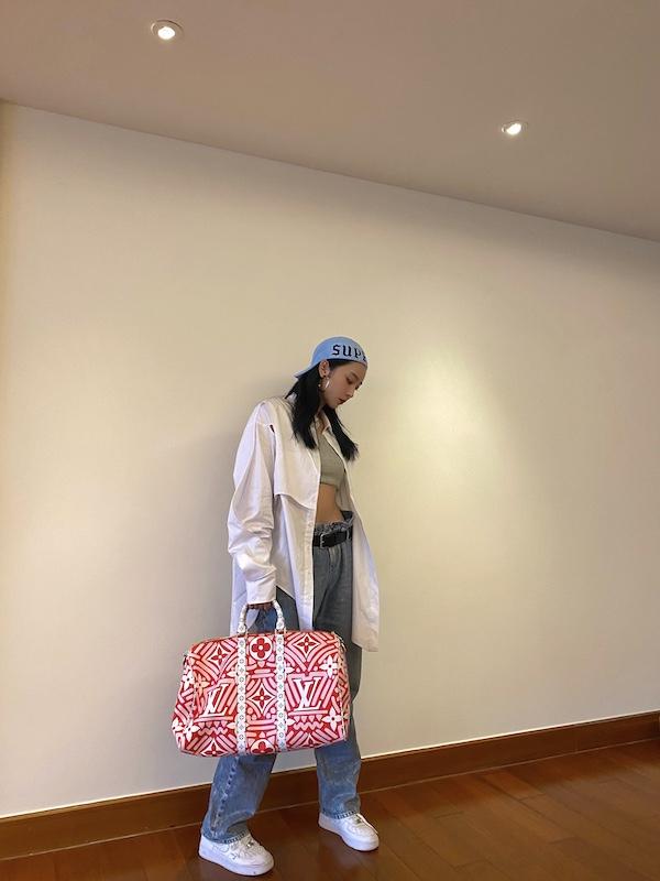 虞书欣、赵小棠、孔雪儿身着路易威登七夕节限定款Crafty包袋