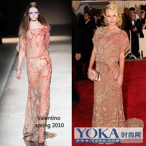 的valentino礼服,纹理的简洁精致,让人过目难忘,搭配kate 高清图片