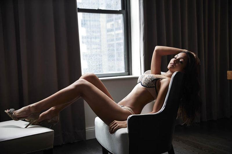 亚欧混血美女闺房写真演绎极致性感 图库
